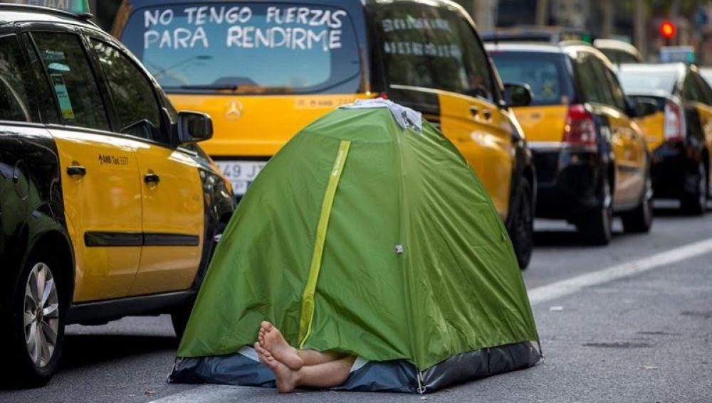 Noticias de la mañana (07-0-18) Segunda noche de acampada de los taxistas a la espera de saber si desconvocan o no la huelga