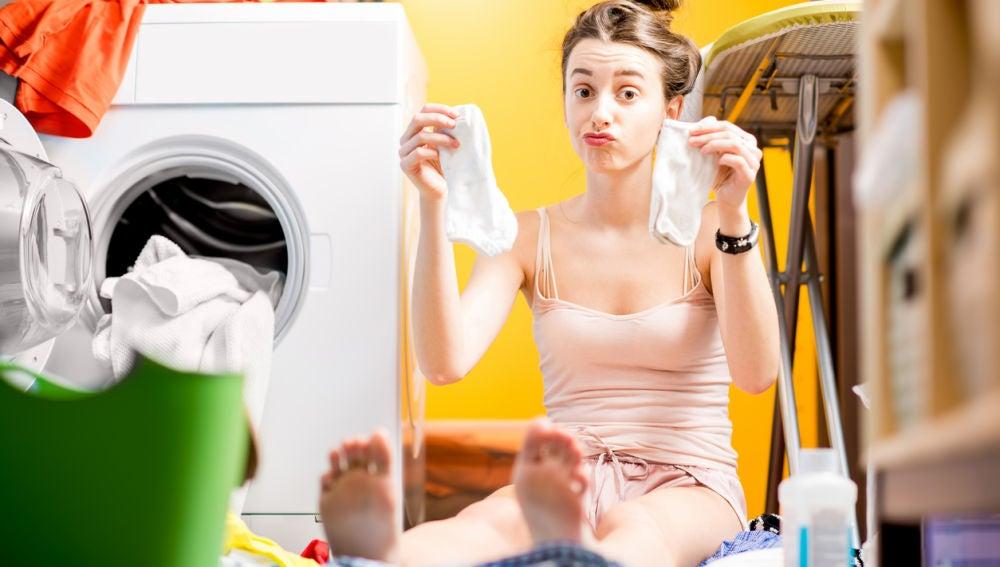 ¿Por qué siempre se pierde algún calcetín en la lavadora?