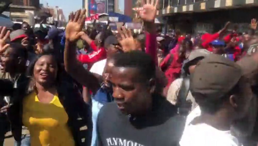 """Líder opositor de Zimbabue acusa a Comisión Electoral de """"resultados falsos"""""""
