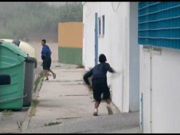 Los menores de un centro para extranjeros de Cádiz, se saltan el muro para escapar ante la falta de espacio