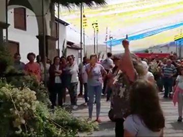 Vecinos de El Amparo recriminan al párroco que haya cambiado la estructura que sostiene a la Virgen
