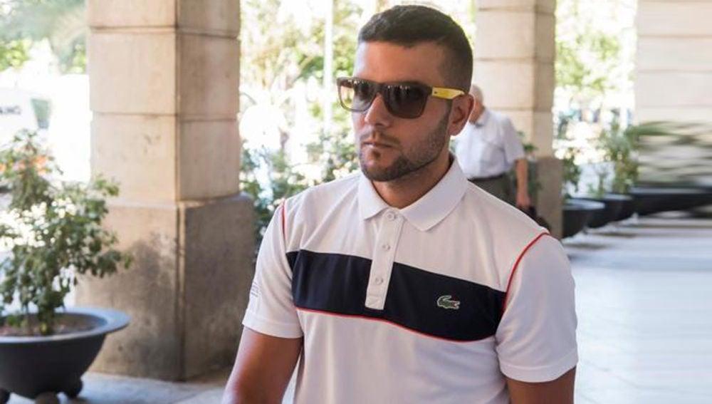 Antena 3 Noticias 1 (02-08-18) Ángel Boza, miembro de 'La Manada', acababa de recuperar el carné y dijo a la Policía que fue un vigilante el que golpeó su coche