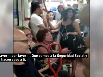 Una mujer niega el asiento en el Metro a una niña por no ser española y los pasajeros critican su actitud