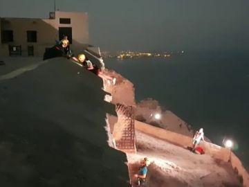 Rescatan ilesos a tres menores ilesos atrapados en el Castillo de Santa Bárbara