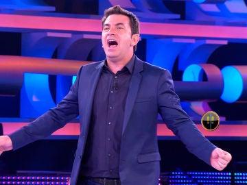Arturo Valls se acuerda del hombre del Tirol al cantar en '¡Ahora Caigo!'