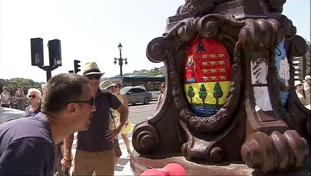 El Ayuntamiento de San Sebastián se desvincula del repintado de los escudos del Puente de Santa Catalina