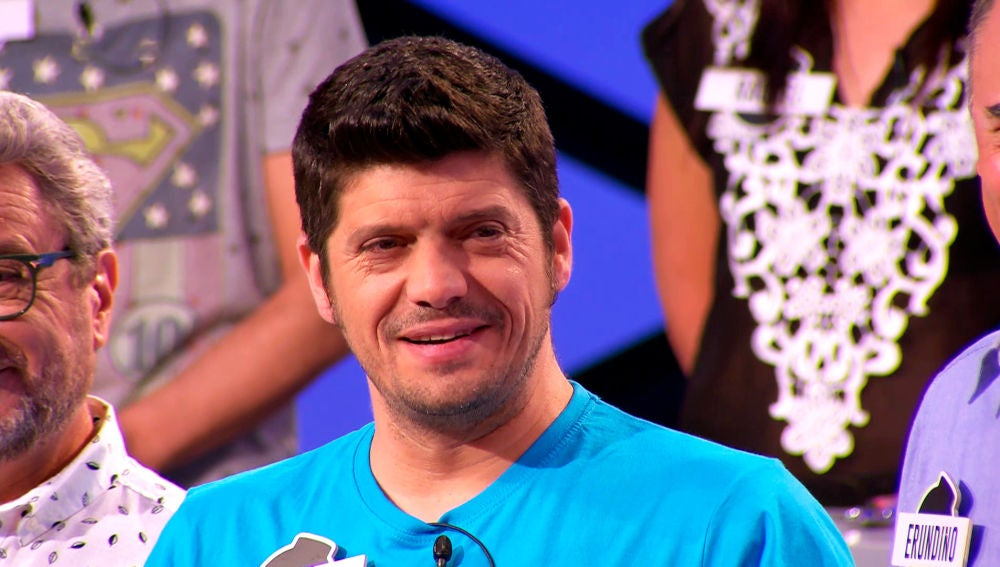 Manu se ríe de la pronunciación de Juanra Bonet