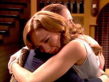 Julieta se lanza a los brazos de su abuela y se sincera con ella