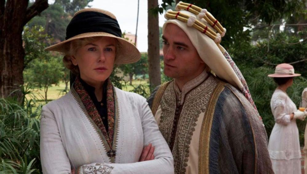 Nicole Kidman y Robert Pattinson en 'La reina del desierto'