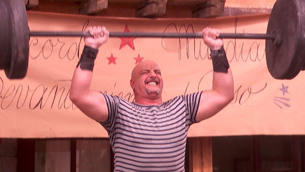 Tiburcio bate el récord de levantamiento de peso