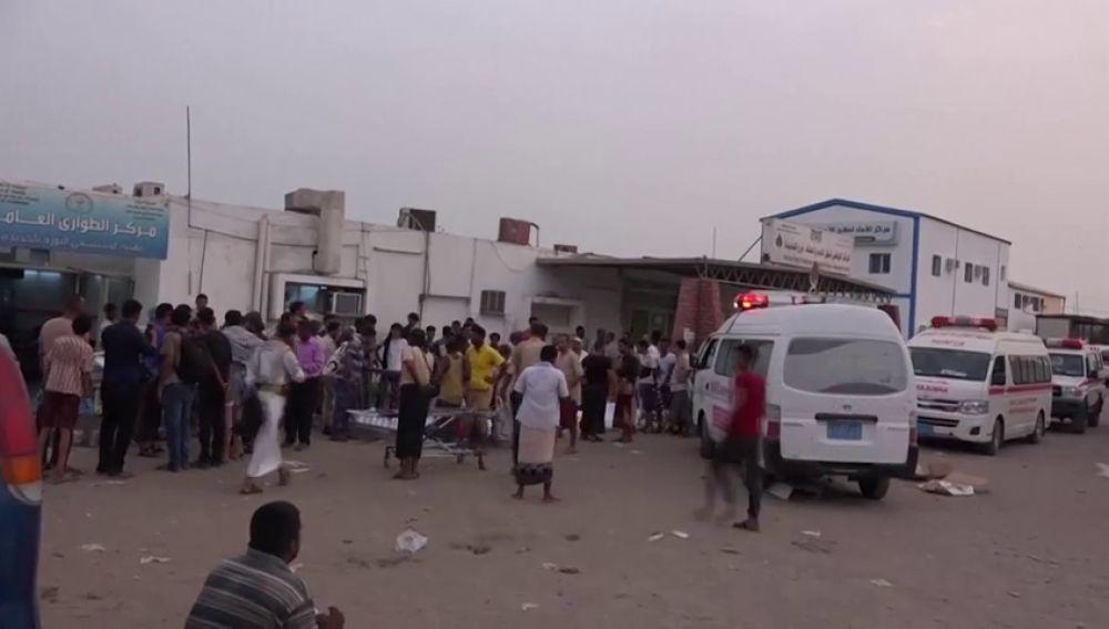 Al menos 26 personas han muerto y otras 50 resultaron heridas en un ataque aéreo en Hodeida