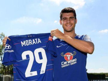 Álvaro Morata con su nuevo dorsal