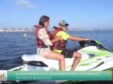 Reportera en una moto de agua