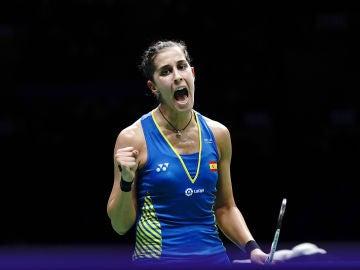 Carolina Marín celebra la victoria ante la china He Bingjiao