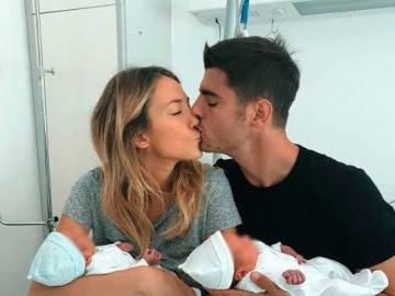 Alice Campello y Álvaro Morata con sus hijos