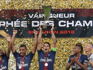 Thiago Silva levanta la Supercopa de Francia