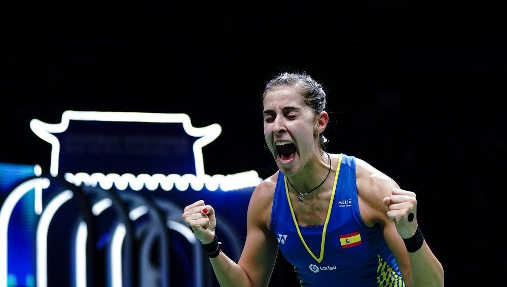 Carolina Marín celebra su victoria en el Mundial de bádminton
