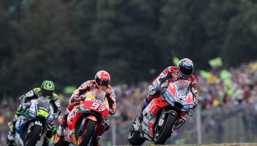 Andrea Dovizioso traza una curva con su Ducati en el trazado de Brno