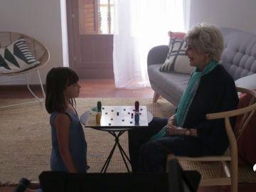 Concha Velasco se vuelve a poner a las órdenes de su hijo para concienciar sobre la osteoporosis