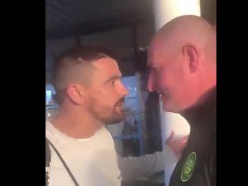 Nacho Novo se encara con un aficionado del Celtic