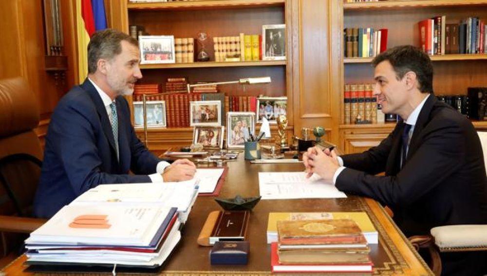 Noticias de la Mañana (06-08-18) Sánchez viaja a Mallorca para despachar con el Rey este lunes en el Palacio de Marivent