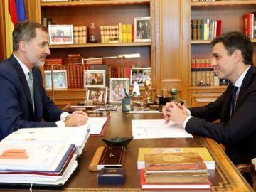 El Rey y Pedro Sánchez en su primer despacho