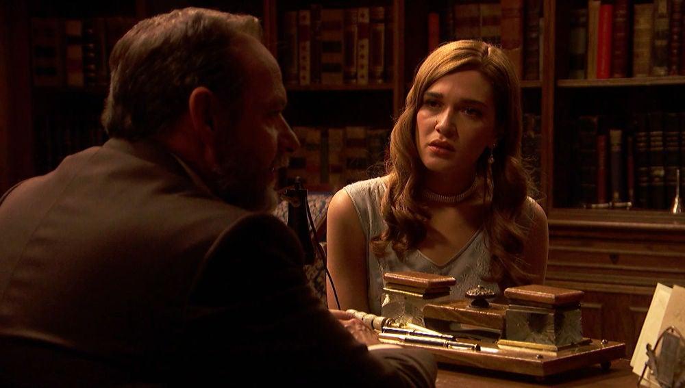 Julieta pide a Raimundo que le cuente sus planes