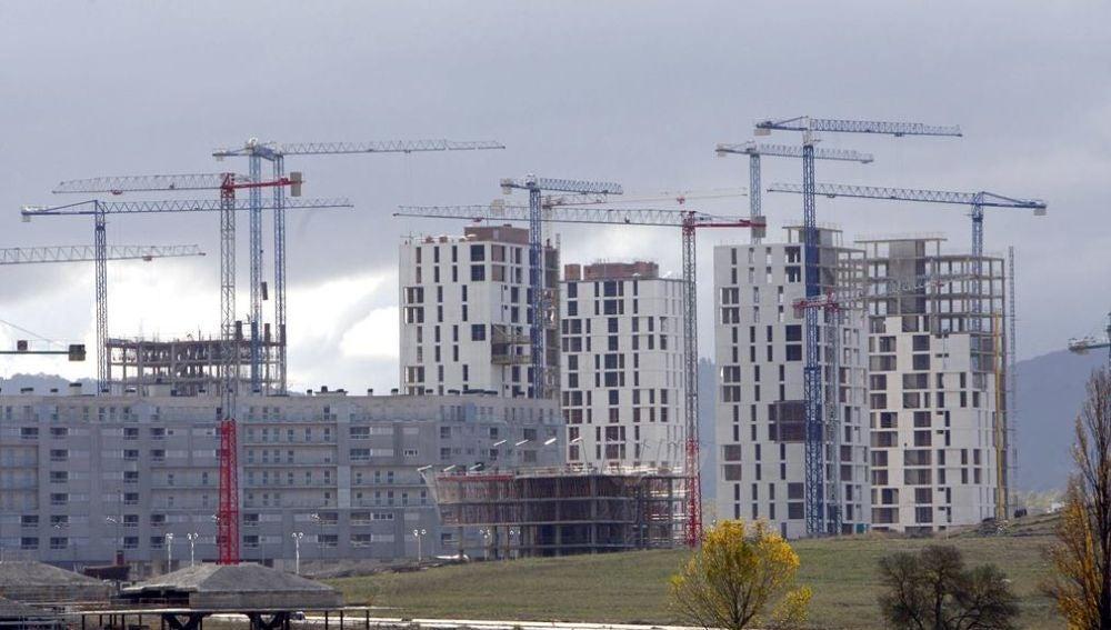 varios edificios en construcción.