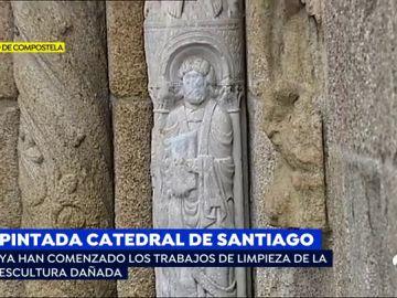 Entre 6.000€ y 150.000€ de multa para el autor de la pintada en la catedral de Santiago
