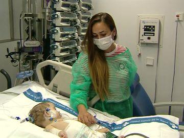 """Trasplantan un hígado a dos niñas de trece años y de ocho meses con una """"compleja y poco frecuente"""" técnica"""