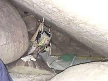 Cueva en la que una joven ha estado cautiva durante 15 años en Indonesia