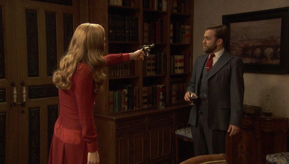 Julieta apunta a Fernando con la pistola para descubrir la verdad