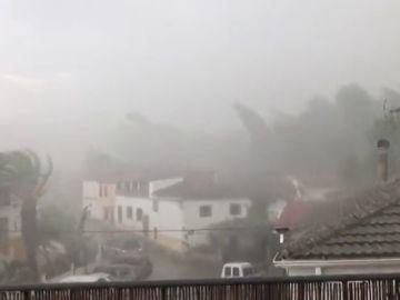 Desperfectos tras una fuerte tormenta en Mogón