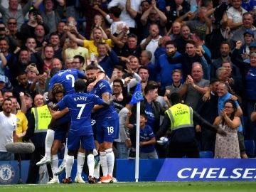 El Chelsea celebrando el gol de Marcos Alonso