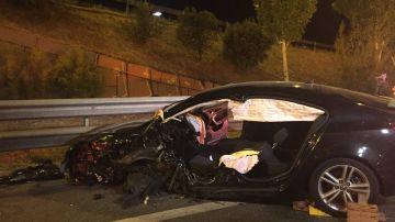 Unos de los coches implicados en el accidente