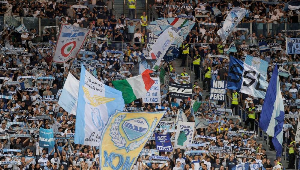 Los fans de la Lazio, durante un partido