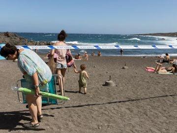 Reabren las playas de Tenerife cerradas por un vertido de fueloil