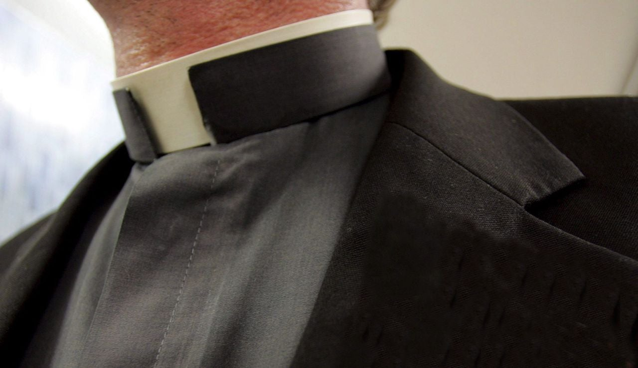 Imagen de archivo de un sacerdote