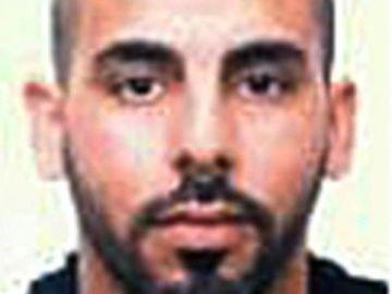 """Abatido un hombre que intentaba acceder con un arma blanca a la comisaría de los Mossos en Cornellà al grito de """"Alá es grande"""""""