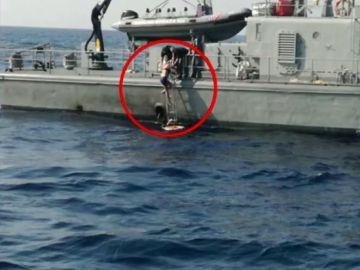 Rescatada una mujer diez horas de caer al agua desde un crucero en pleno mar Adriático