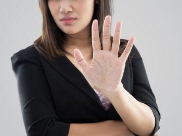 Mujer diciendo no