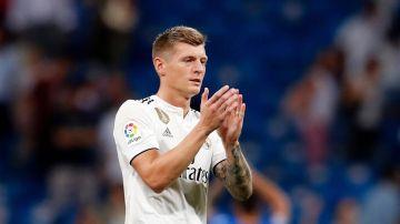 Toni Kroos aplaude al Bernabéu