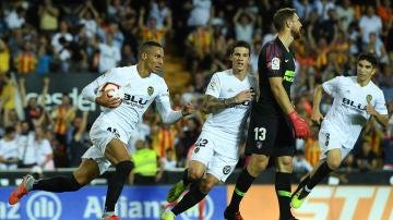Rodrigo, tras marcar su gol contra el Atlético de Madrid
