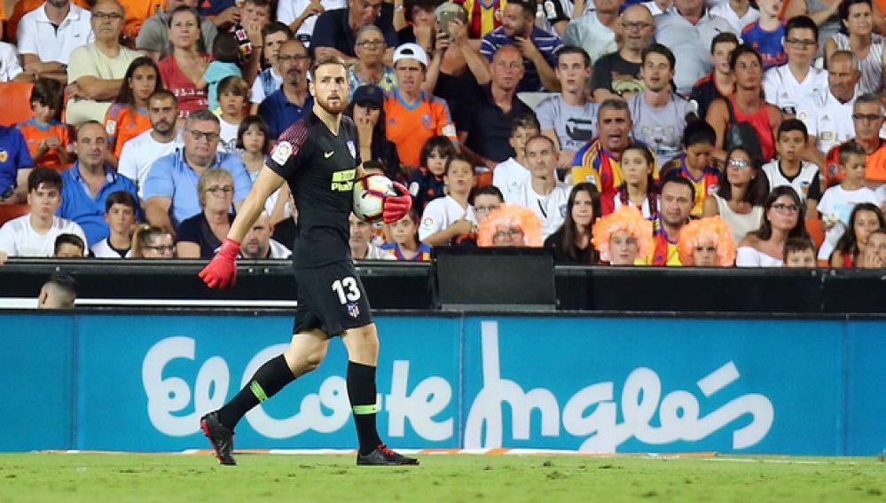 Oblak en un partido contra el Valencia