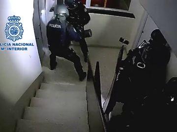 """La Policia Nacional detiene a seis personas especializadas en """"vuelcos"""" a narcos"""