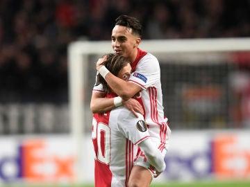 Nouri celebra un gol con el Ajax