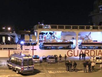 Italia no deja desembarcar a 177 inmigrantes