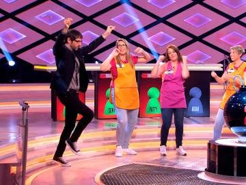 Juanra Bonet aprende a bailar una coreografía con mucho ritmo