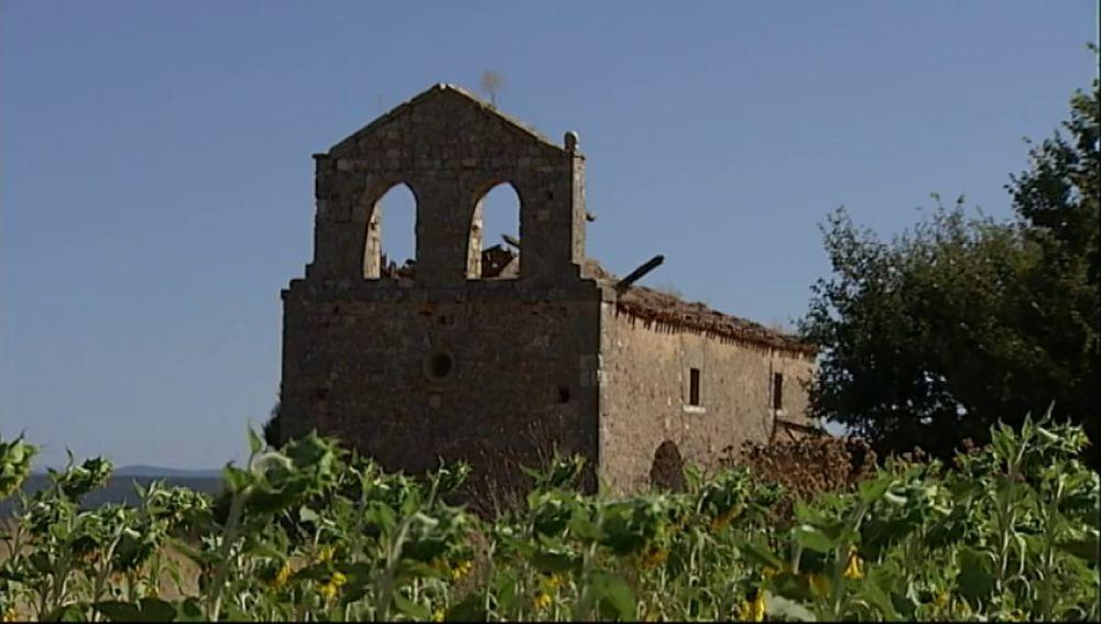 Una banda de ladrones roba el pórtico de una Iglesia del siglo XI