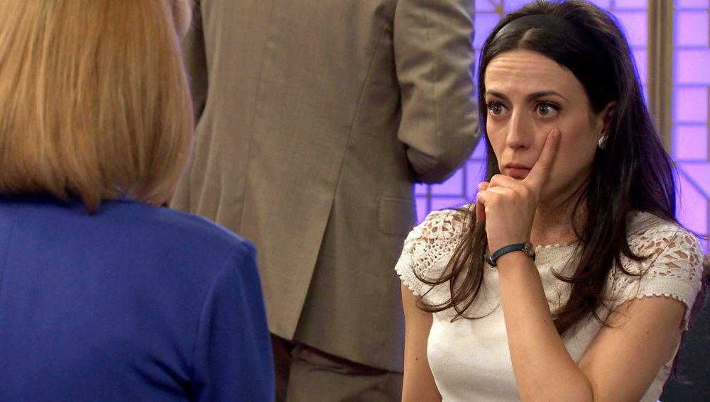 Llanos se desinhibe con el alcohol y le insiste a Luisita para que conquiste a Arturo